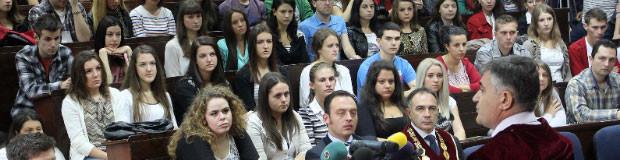 Студентам